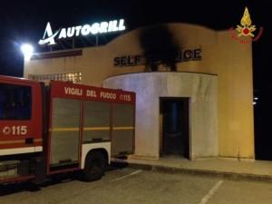 Catanzaro – Spento incendio insegna autogrill su viale Europa