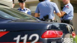 Guida senza patente e sperona più volte auto carabinieri, arrestato