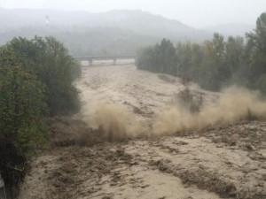 Maltempo – Auto travolta da un torrente, uomo disperso