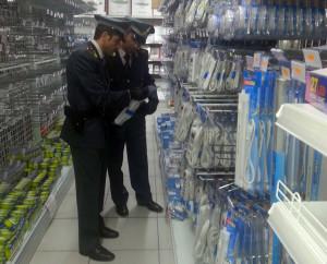"""Maxi sequestro di prodotti contraffatti e non sicuri in negozio """"cinese"""""""
