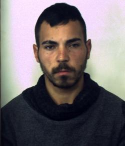 Uomo stordisce donna e tenta di violentarla, fermato dai carabinieri