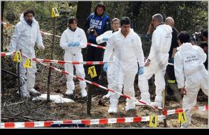 Cadavere scoperto da alcuni motociclisti in campagna, indagini