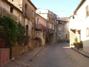Amaroni, conclusi i lavori di rifacimento del manto stradale nel centro abitato