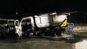 Girifalco – Distrutti dalle fiamme due mezzi per la raccolta dei rifiuti