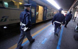 Picchia la convivente e poi aggredisce un poliziotto, arrestato
