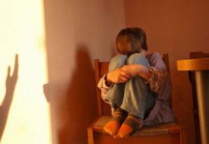Da due anni abusava di un bambino, arrestato 64enne