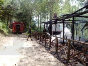 A fuoco un capannone a Serra San Bruno