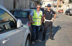Incendio in un appartamento a Soverato, due anziani coniugi salvati dai vigili urbani