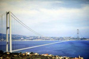 Un ponte da tollerare con ipocrisia