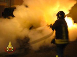 Catanzaro Lido – In fiamme nella notte auto di un noto imprenditore