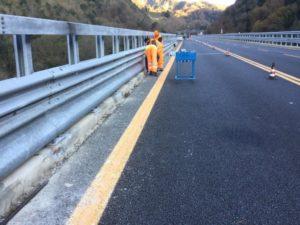 Calabria, #salvamotociclisti: proseguono le installazioni delle barriere stradali continue progettate da Anas
