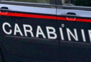 Un arresto dei carabinieri per maltrattamenti in famiglia