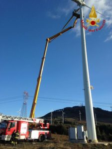 Salvati dai Vigili del Fuoco due operati bloccati su una pala eolica
