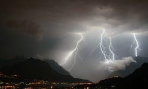 Forte maltempo nel weekend, temporali e raffiche di vento sulla Calabria