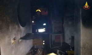 Incendio in un'abitazione, in salvo gli inquilini