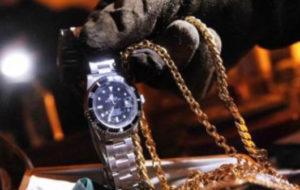 Rubano orologi per 10 mila euro, due arresti