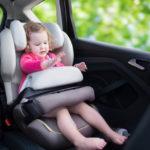 Bimbi in auto, novità nel 2017: entrano in vigore le nuove regole in materia di seggiolini
