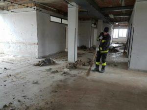 Girifalco – Proseguono le operazioni di pulizia di parte dei locali di Contrada Serra