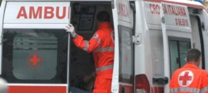 Cade palo in cemento dell'Enel, operaio muore schiacciato