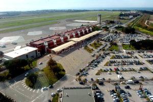 Fulmine colpisce aereo a Lamezia Terme, EasyJet si complimenta con personale Sacal Gh