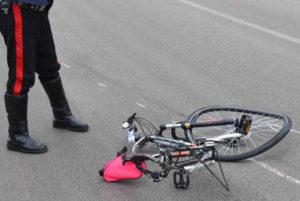 Ciclista di 74 anni muore travolto da un'auto sulla Statale 106