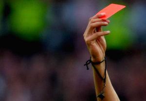 Aggredisce arbitro donna durante partita, quasi due anni di squalifica a giocatore del Soverato Davoli