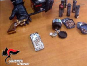 In casa con pistola e munizioni, arrestato un operaio nel catanzarese