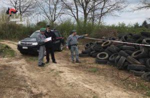 Borgia – Scoperto deposito di pneumatici abbandonati, due persone denunciate