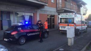 Uomo di 64 anni uccide la moglie a coltellate poi si consegna ai carabinieri