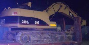 Distrugge recinzione azienda con Caterpillar dopo una lite, 46enne arrestato