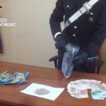 Davoli – Papavero da oppio e contanti occultati in casa, arrestato