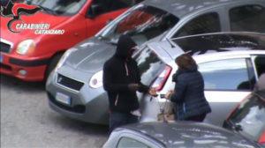 Blitz dei carabinieri contro parcheggiatori abusivi nella zona dell'ospedale, il sindaco Abramo esprime vicinanza
