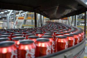 Terremoto per Coca Cola: trovate feci umane nelle lattine vuote