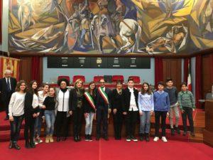 Il sindaco Abramo ha ricevuto il minisindaco dell'Ic Casalnuovo Benedetta Bretti