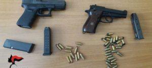 Pistole e munizioni rinvenute dai carabinieri in un sottotetto