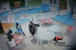 Schiaffi e minacce a bambini, sospese 2 maestre di un asilo