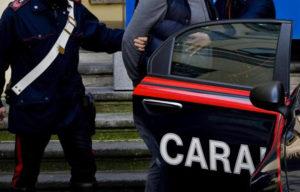Atti osceni davanti ad un minorenne, arrestato