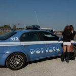 Prostituzione – Multe a donne e clienti sulla SS 106, sequestrate due auto