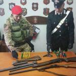 Nascondeva fucile clandestino e pistola, 66enne arrestato
