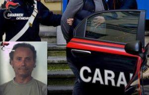 Aggredisce la madre e poi si scaglia con un'ascia contro i carabinieri, arrestato