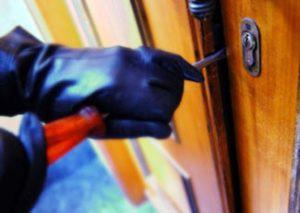 Tenta furto in appartamento, 26enne arrestato dai carabinieri