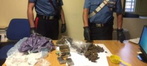 Mezzo chilo di droga in casa, arrestato 23enne nel catanzarese