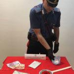 Guardavalle – Alla vista dei carabinieri lanciano cocaina dal finestrino, arrestati
