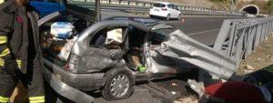 Scontro sulla Salerno-Reggio, due morti. Perde la vita anche un bambino di 8 anni