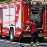 Autoarticolato divorato dalle fiamme sull'A2, nessun ferito