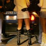 Prostituzione sulla Ss 106, multate lucciole e clienti
