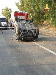 Auto si ribalta sulla S.S.106 a Santa Caterina dello Jonio, 4 giovani feriti