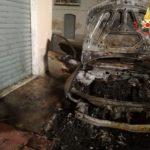 Incendio di un'auto a Lamezia Terme