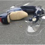 Perde il controllo dello scooter e va a sbattere, muore 52enne