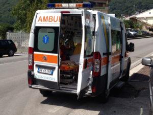 Scontro tra due auto sulla SS 18, un morto e due feriti